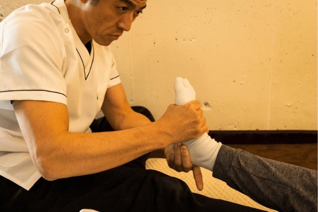 足首の捻じれを調整します。